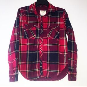 Flattering Abercrombie & Fitch Button Up Plaid Top